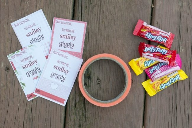 "Absolutely darling ""You Make Me Laffy"" free printable valentines day cards perfect for kids, friends, classrooms. Attach a laffy taffy candy and you're done! So quick, easy, and cheap!"
