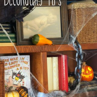 Make Your Bookshelf Spooky for Halloween – Decorating Ideas!