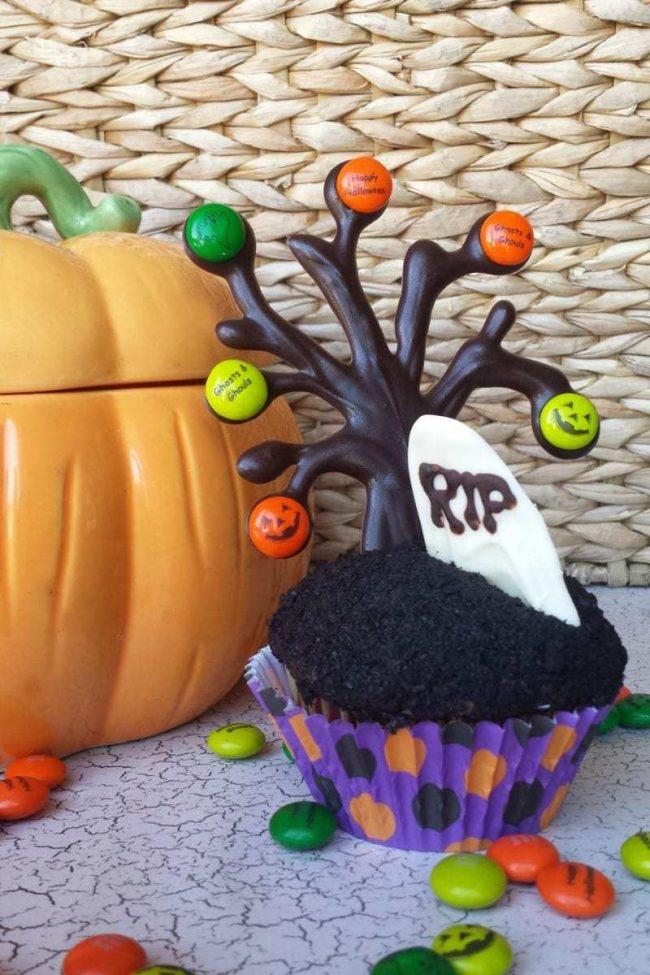 Halloween graveyard cupcake dessert