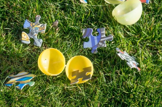Unique Easter egg hunt ideas like glow in the dark eggs, scavengner hunt, or an egg hunt for puzzle pieces!