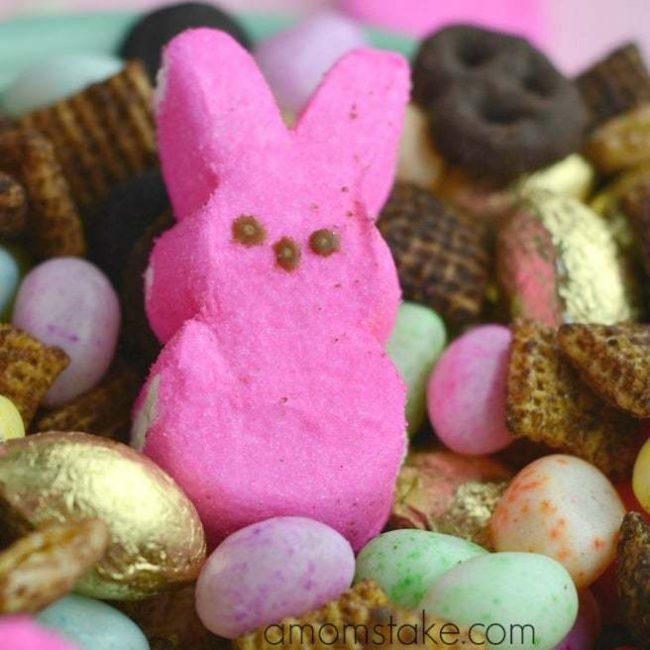 Easter bunny snack mix - yummy party treat or goody bag filler for your Easter hunt, party, or festivities!