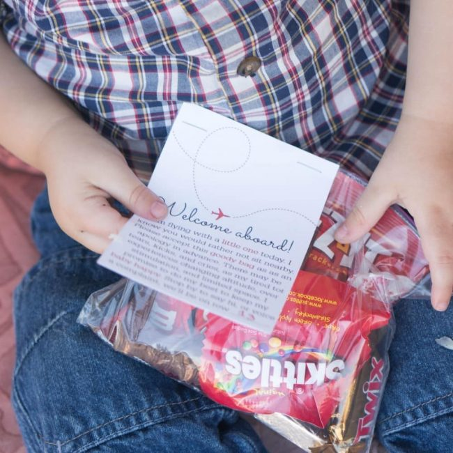 Baby on Board - apology goody bag to gift to the seats around you on a flight! A cute idea to ease the tension when traveling with a baby.