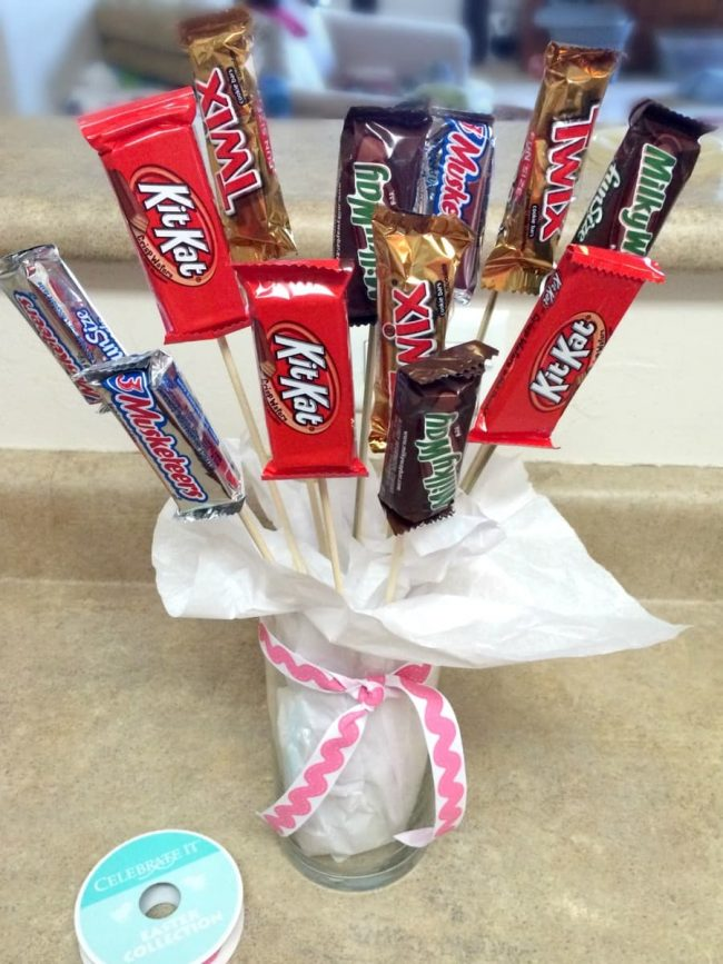 Cutest Candy bar Bouquet! This is a fun and easy gift for friends, co-workers, or teachers. $5 for the entire project! Who wouldn't love a bouquet of chocolate?