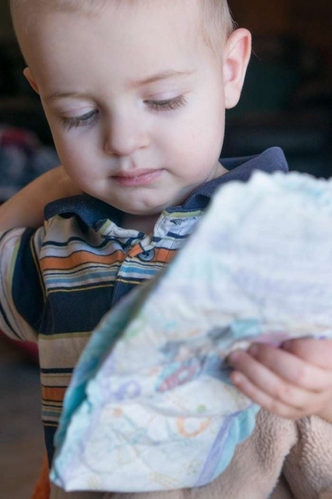 Tips, tricks and hacks that will help you through diapering your toddler! Once they're able to crawl (or run) away - they'll take the opportunity! This tips can help you tackle your diaper duty and have your child help!