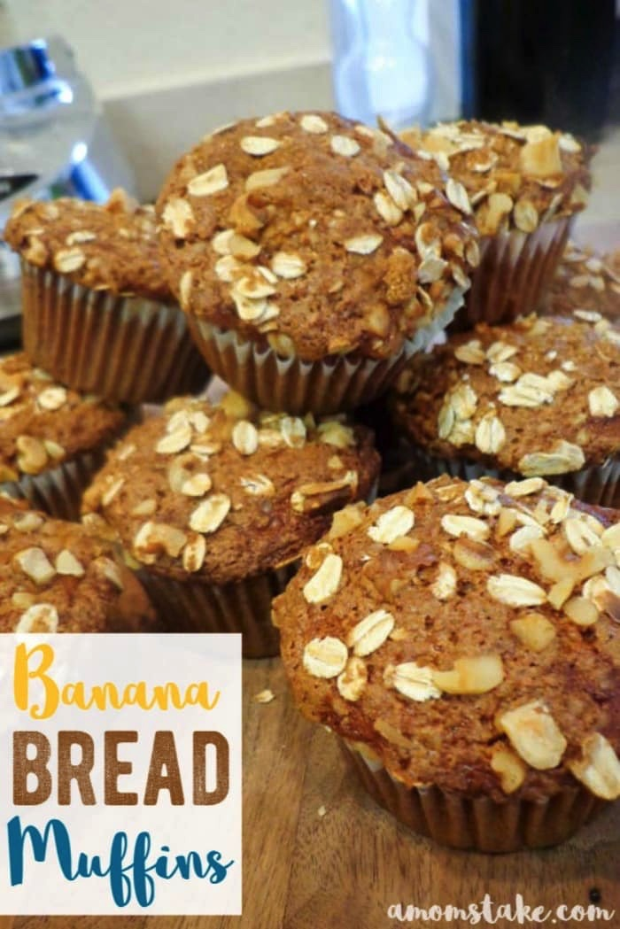 Healthy, easy and delicious, these healthy banana bread muffins will be the perfect start for your chaotic mornings!