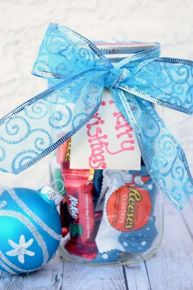 Creative ways to gfit a gift card jar of candy