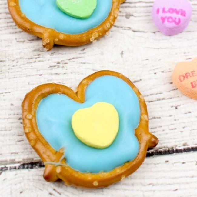 So easy and yummy these conversation hearts pretzel bites will be the hit of your Valentine's Day party treats! So simple but so yummy and the heart shape is to die for!