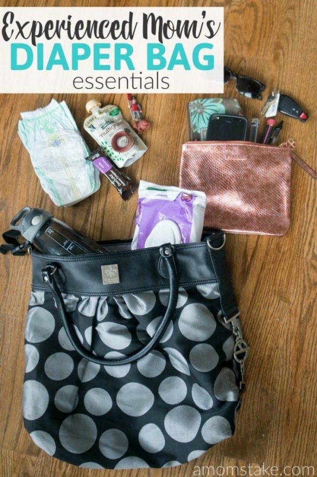 These 5 essentials are all you'll need for an experienced mom's diaper bag approach! Plus, these super helpful tips and hacks to make the most of your diaper bag experience!