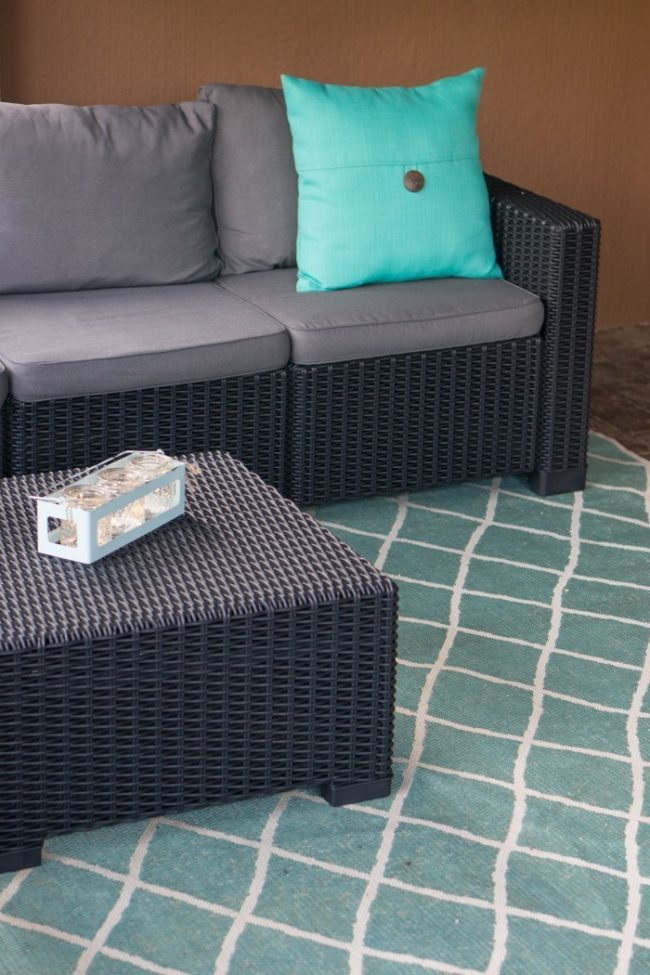 Inviting outdoor patio space with these little extras that make the space warm, colorful, and fun on a budget!