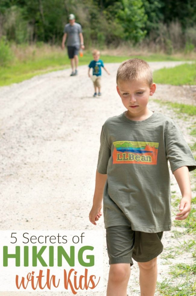 Learn our tricks for hiking with kids and toddlers! Going for a hike is a really fun family activity, as long a you're prepared. These tricks make all the difference for this family outing and kids activities.