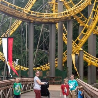 5 Reasons to Visit a Theme Park on a Rainy Day