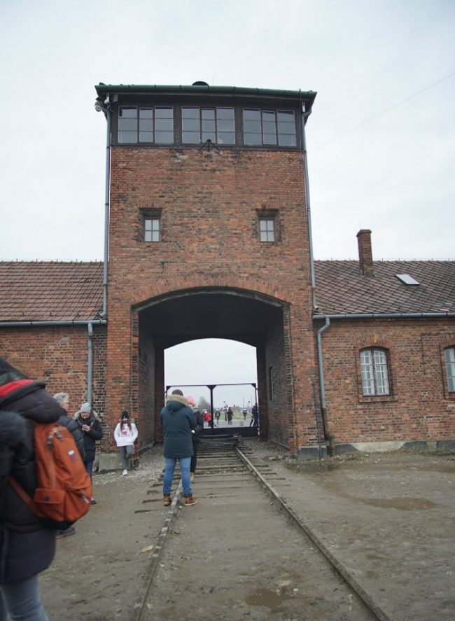 auschwitz ii birkenau entrance gate